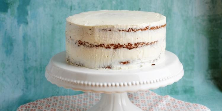 burkolásra előkészített torta
