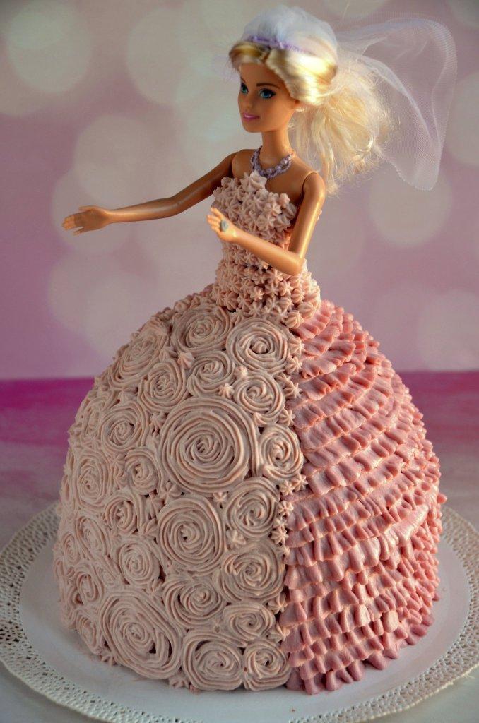 Barbie torta készítése házilag, habzsákos díszítéssel