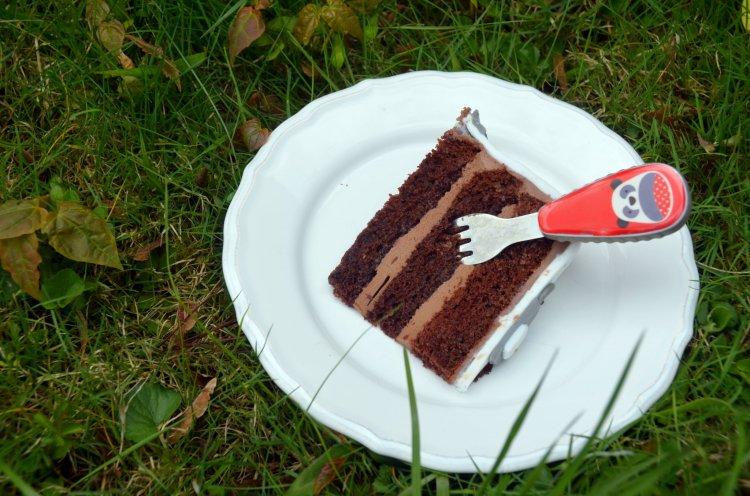 cicatorta szelet - cicás burkolt torta meggyes-csokis ízben