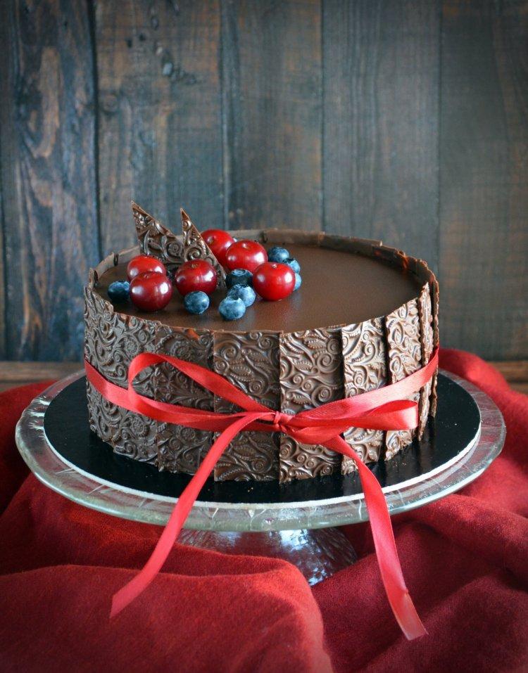 meggy-csoki mousse torta texturált csokilapokkal