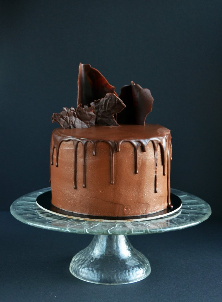 Nutellás torta csurgatva csokihullámokkal