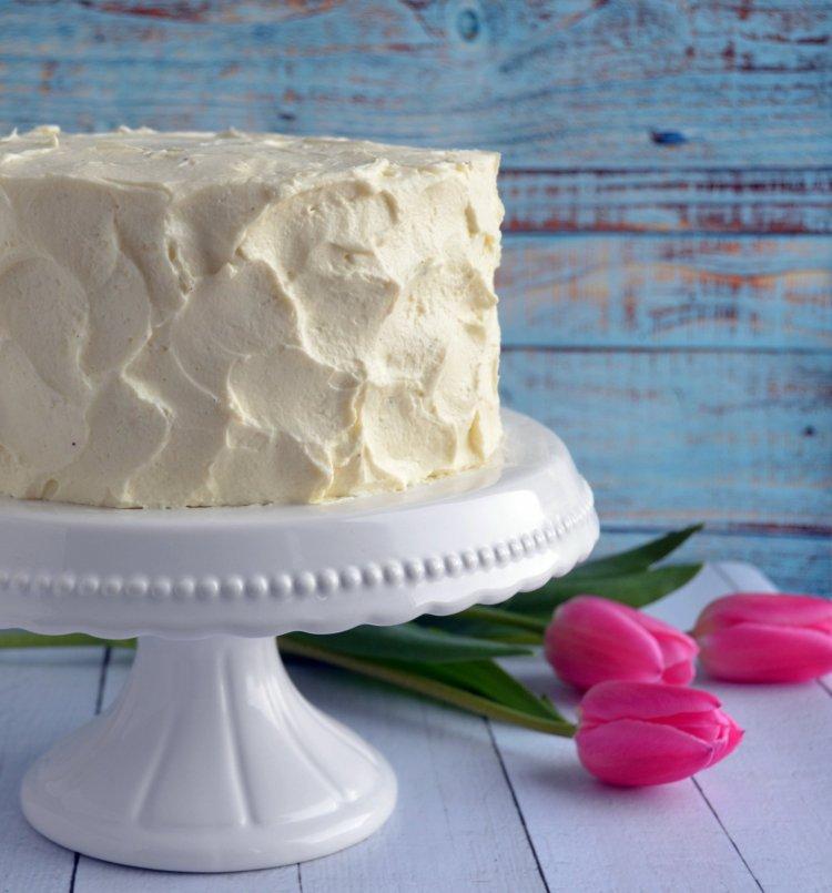 Csokis paszternáktorta mascarponehabbal és karamellel, rusztikusan. Húsvéti torta.