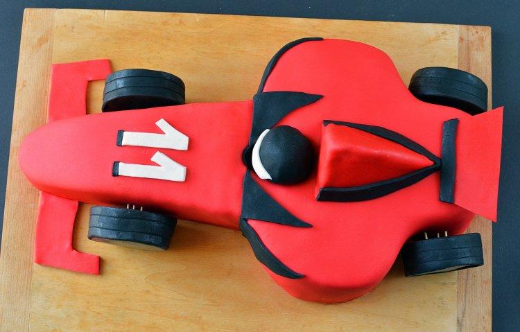 Forma 1-es versenyautó torta készítése - autós formatorta lépésről lépésre házilag