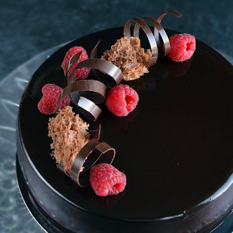 málna-csoki mousse torta recept mirror glaze-zel és szivacspiskótával