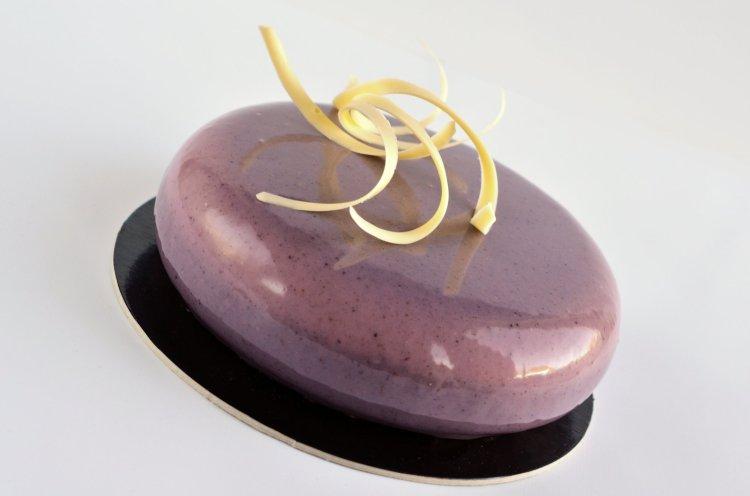 Tükörmázas csokoládé-eper mousse torta recept - mirror cake készítése