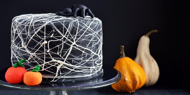 Pillecukor pókháló torta készítése - Halloween torta mályvacukor pókhálóval