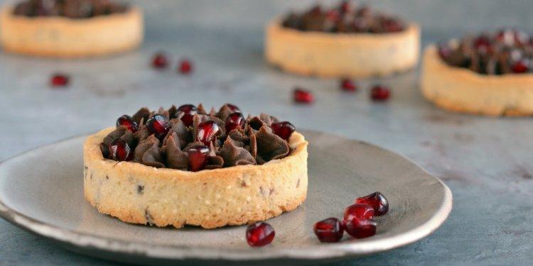 Vegán gránátalmás-csokis tart recept cukormentesen