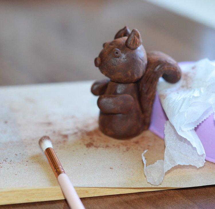 plasztik csoki használata - csokigyurma mókus készítése