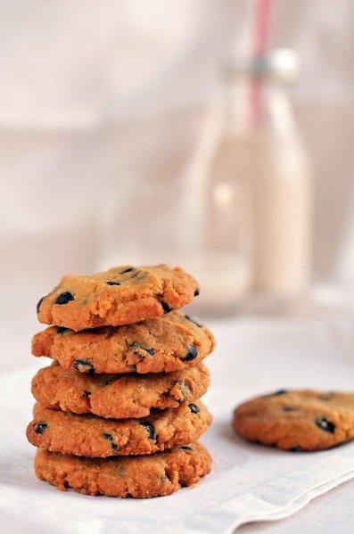mogyoróvajas keksz recept gyorsan és egyszerűen - földimogyorós-csoki cseppes cookie