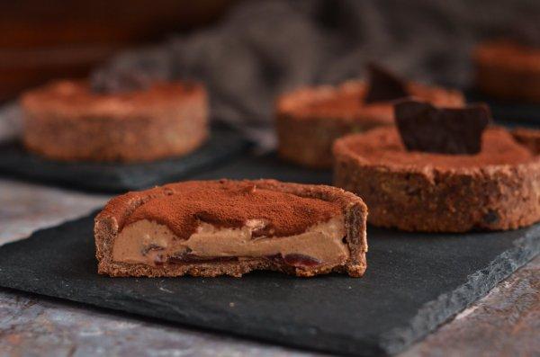 Márton-napi lúdláb tart recept - meggyes csokihabos pite