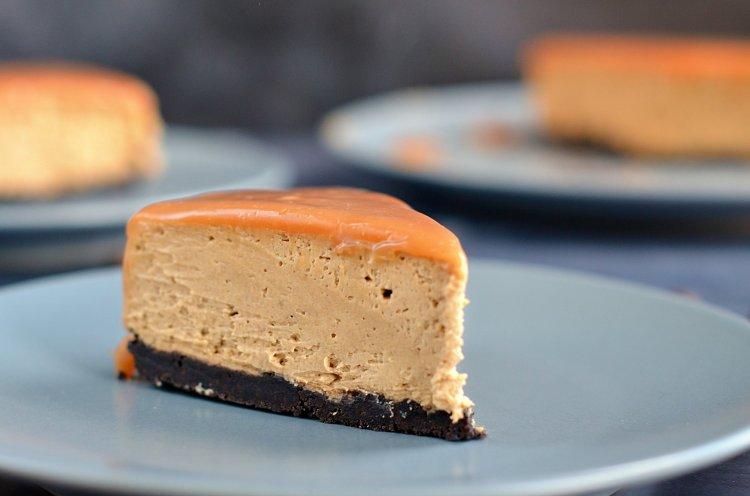 Koffeinmentes kávés-karamelles sajttorta Oreo-val - sütés nélküli recept