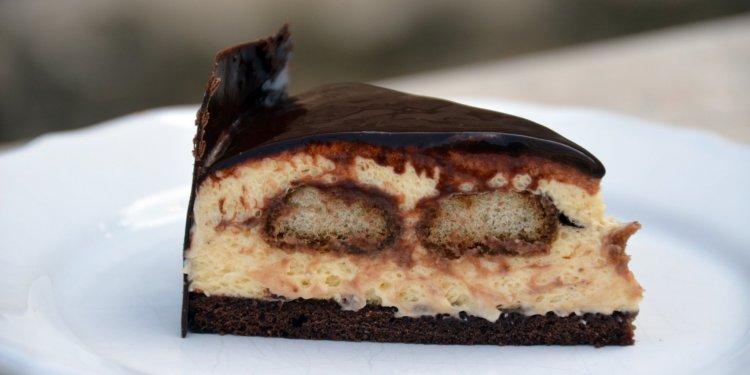 tiramisu mousse torta recept - mintás csokiköpeny