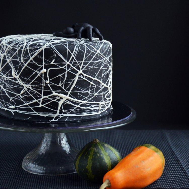 Pillecukor pókhálós torta Halloweenra