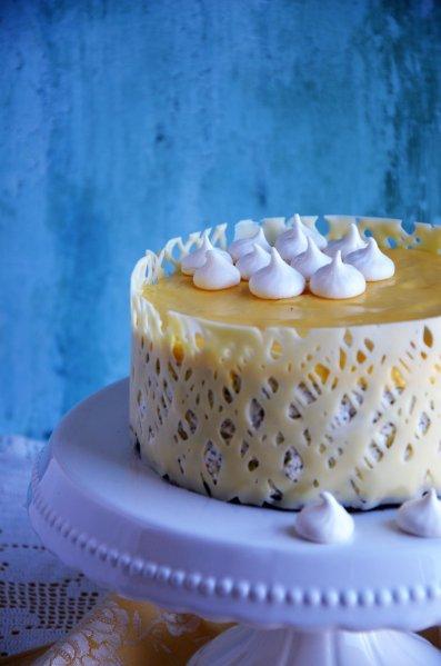 Torta habcsókkal díszítve
