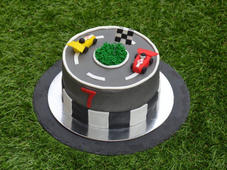 Forma 1 autós torta készítése részletesen - autópálya torta fondantból