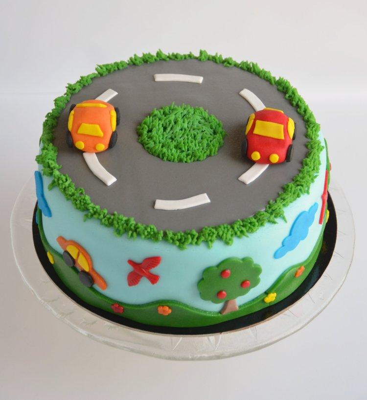 Autós torta fondanttal burkolva - ötletek