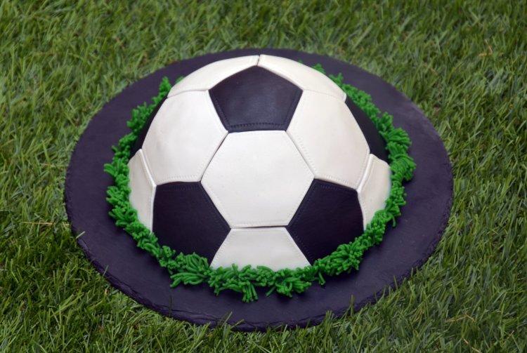 focilabda torta fondant borítással