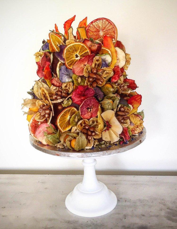 Tortadekoráció aszalt gyümölccsel