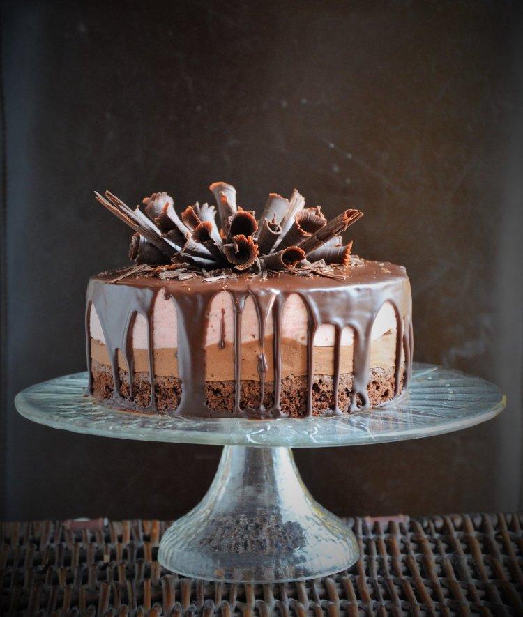 csurgatott csoki-eper mousse torta