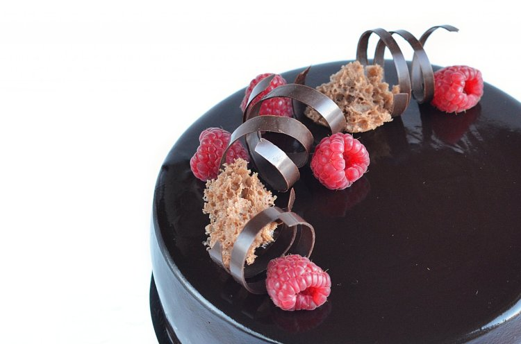 málna-csoki mousse torta recept szivacspiskótával