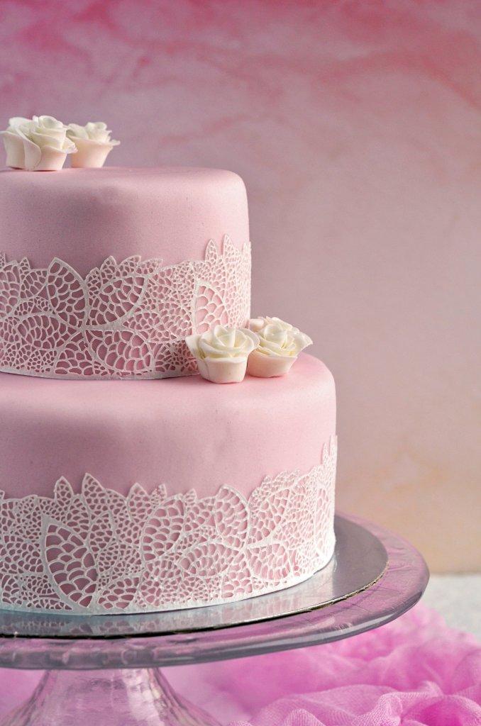 Csipkés torta készítése - házi cukorcsipke recept