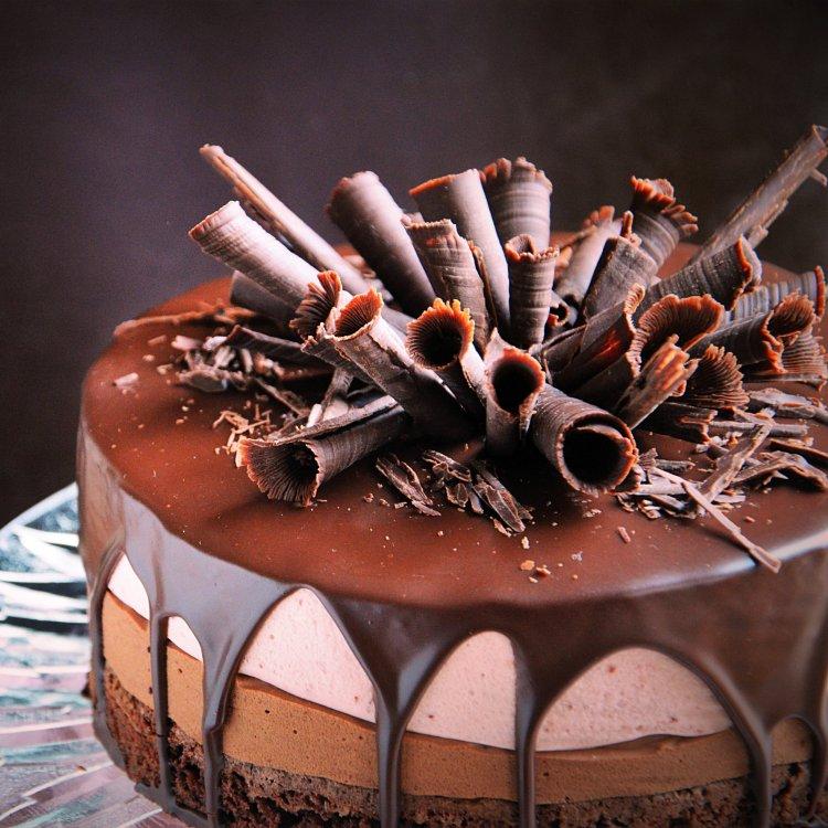 Csurgatott csoki-eoer mousse torta recept csokiszivarkákkal