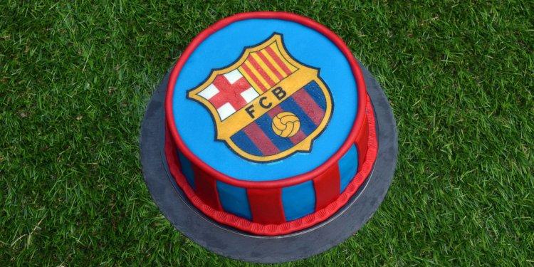 Barcelona torta - tortaostya használata fondanttal burkolt tortán