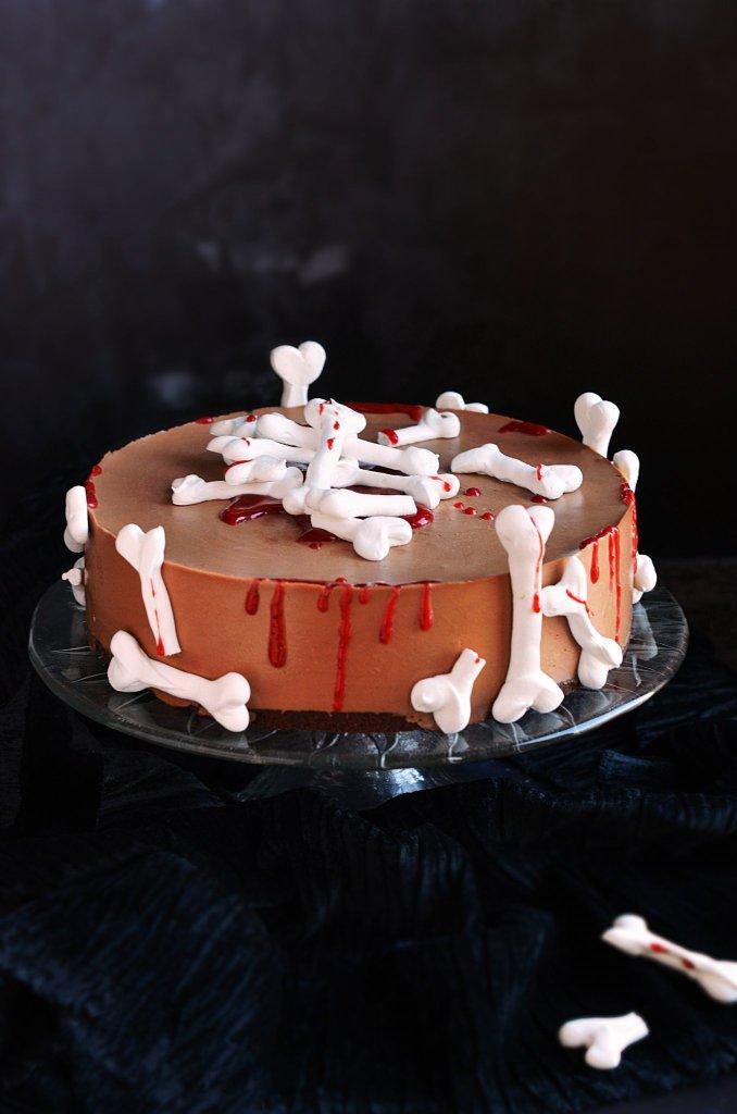 Halloween-i véres habcsók csontos torta készítése eper vérrel