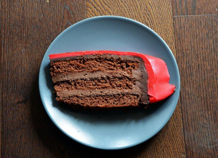 Versenyautó torta készítése házilag - szeletfotó