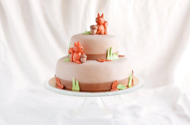emeletes mókus torta készítése - fondant mókus és fondant makk figura egyszerűen