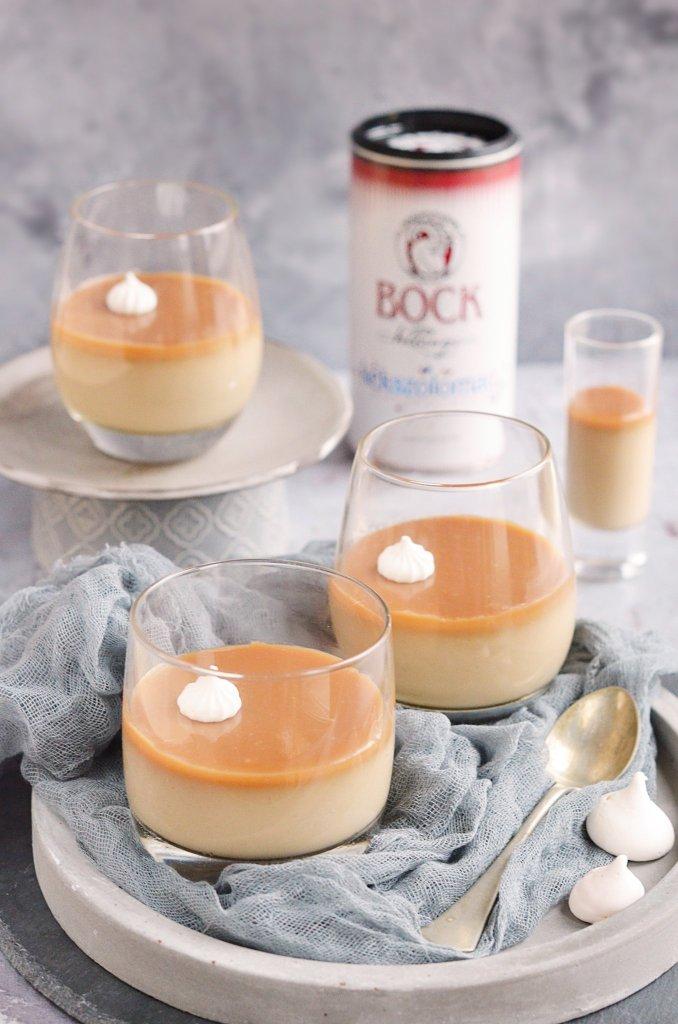 kávés panna cotta sós karamellel és kékszőlőmag őrleménnyel - recept