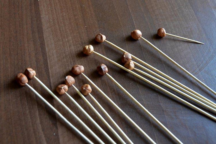 Karamellizált mogyorótüske készítése házilag