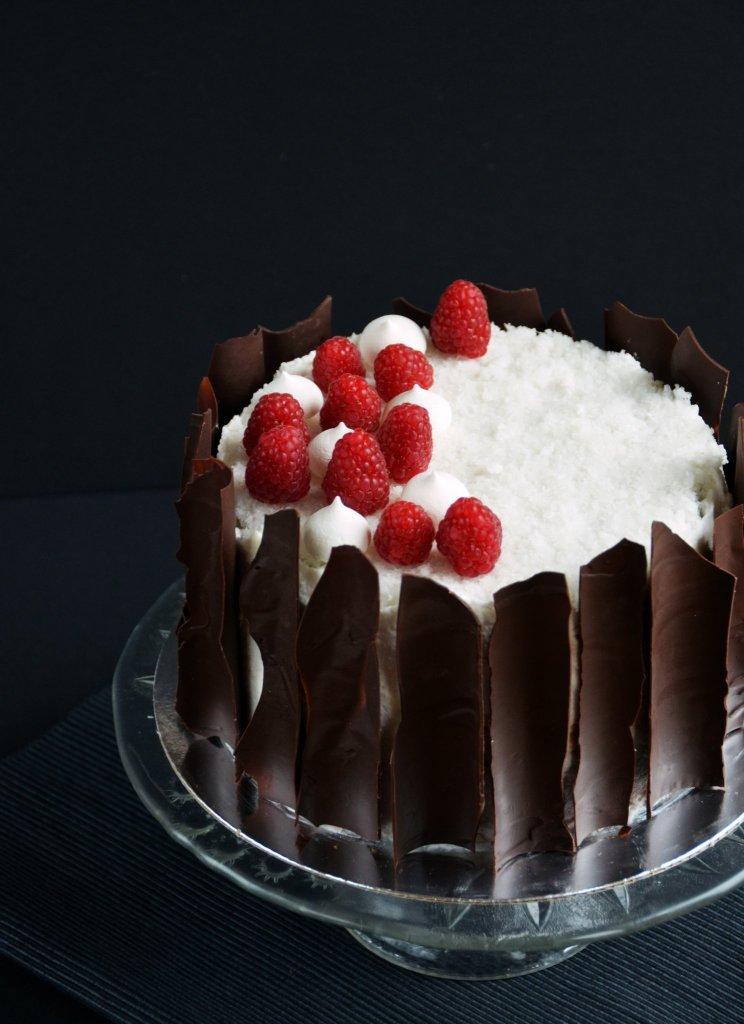 Vegán kókuszos csokitorta málnával - tej- és tojásmentes kókusztorta recept