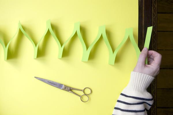 Egyszerű parti dekoráció színes papírból