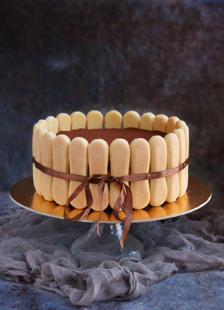 klasszikus tiramisu torta recept babapiskótával körberakva, nyers tojás nélkül
