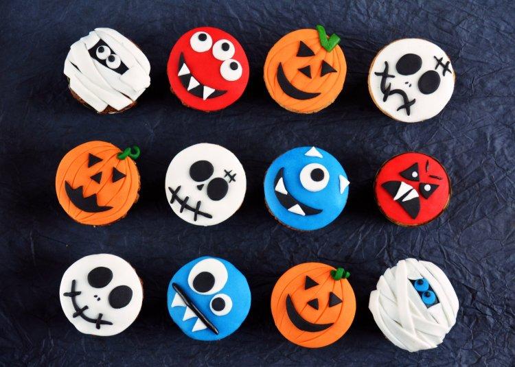 halloweeni suti oüti ötletek - rémes muffinok, cupcake-k