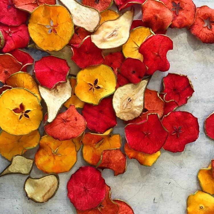 Festett-szárított körte és alma tortadekorációnak