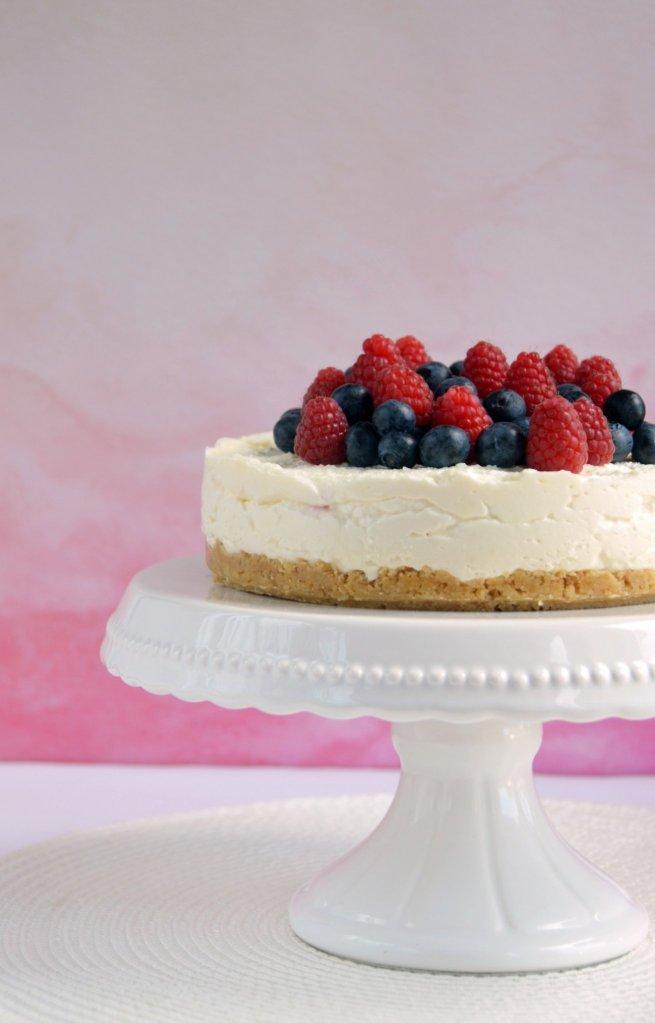 Málnás-áfonyás túrótorta recept sütés nélkül
