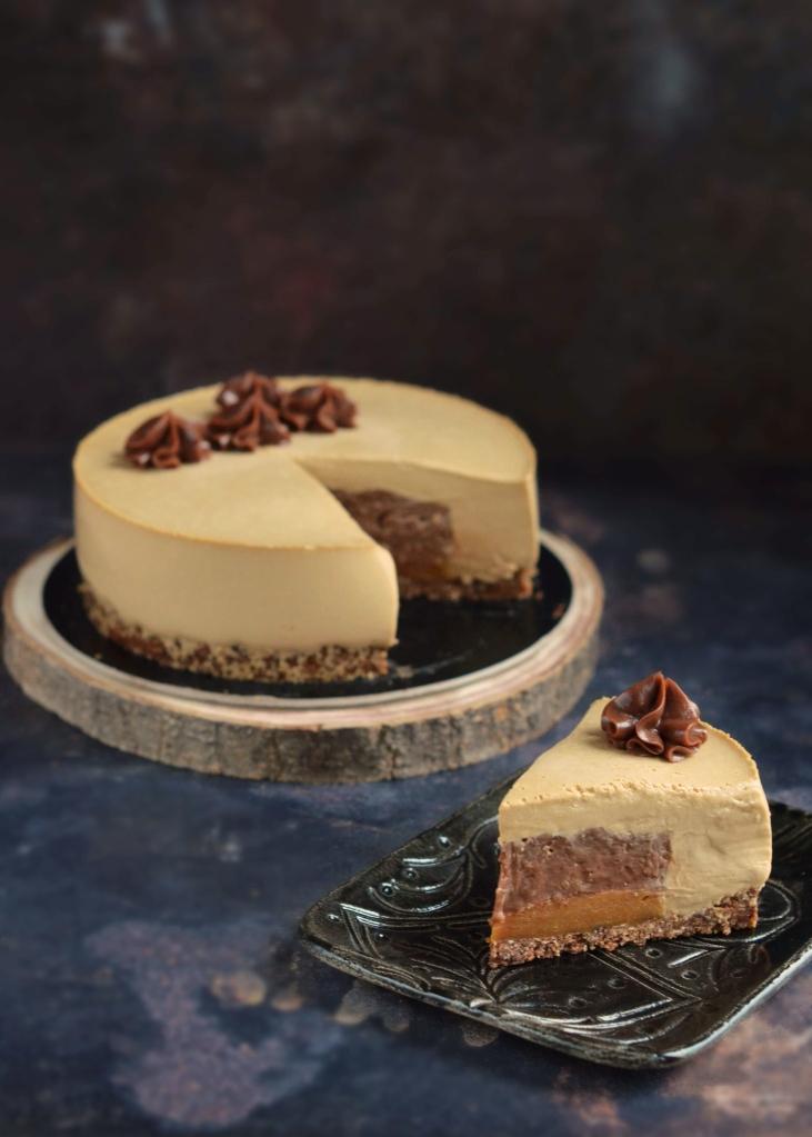 Kávé-mogyorókrém-karamell torta