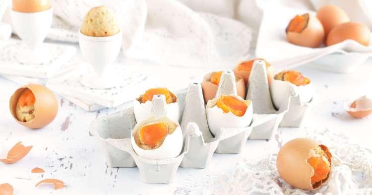 tojáshéjban sült süti aszalt barackkal - húsvéti tojáshéj sütemény készítése