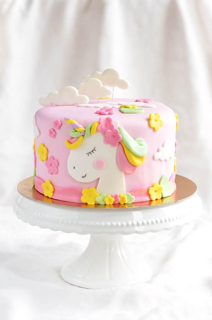 egyszarvú torta - unikornis torta készítése házilag