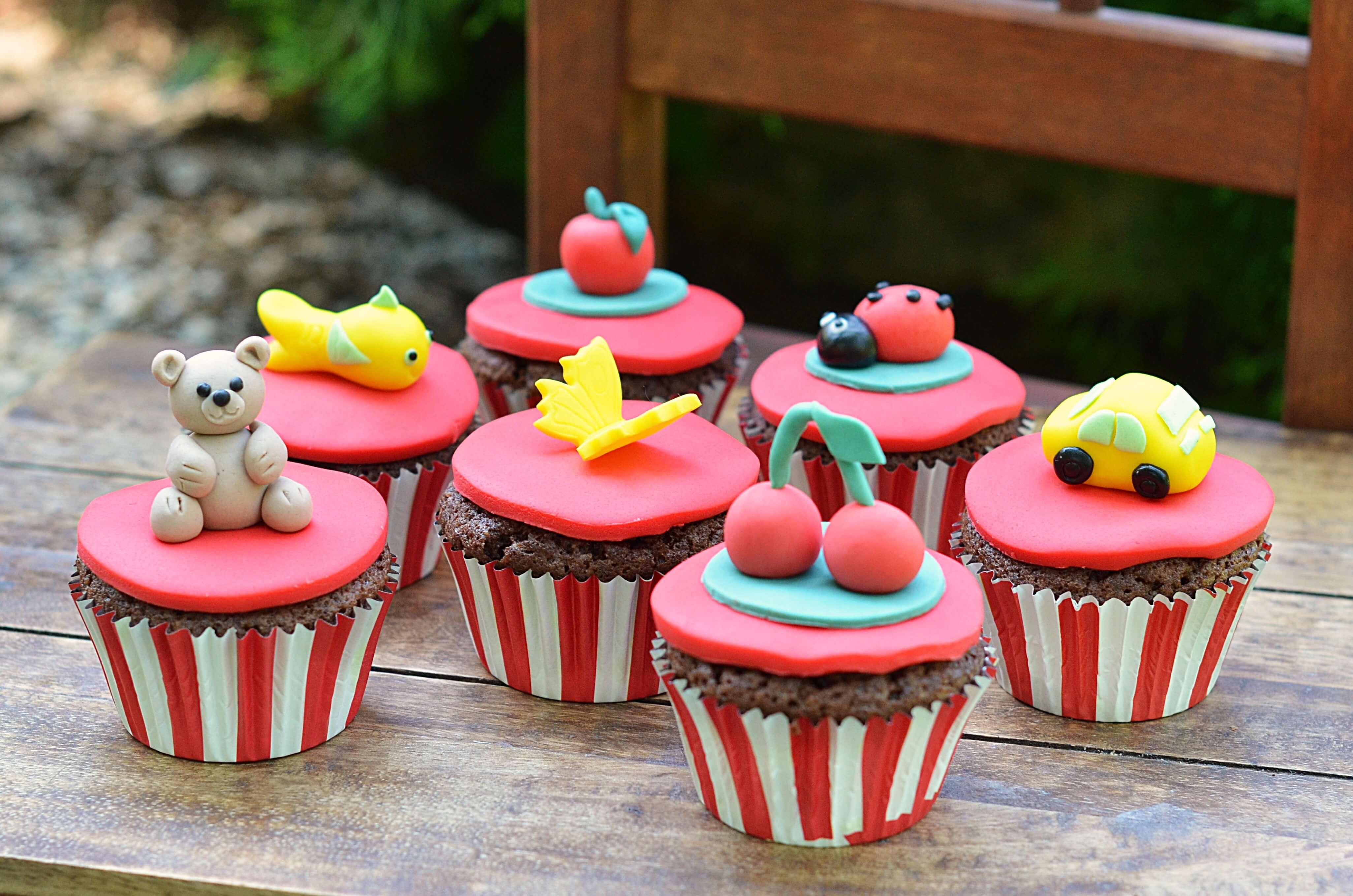 ovis ballagási cupcake - kakaós-meggyes muffin recept óvodai ballagásra