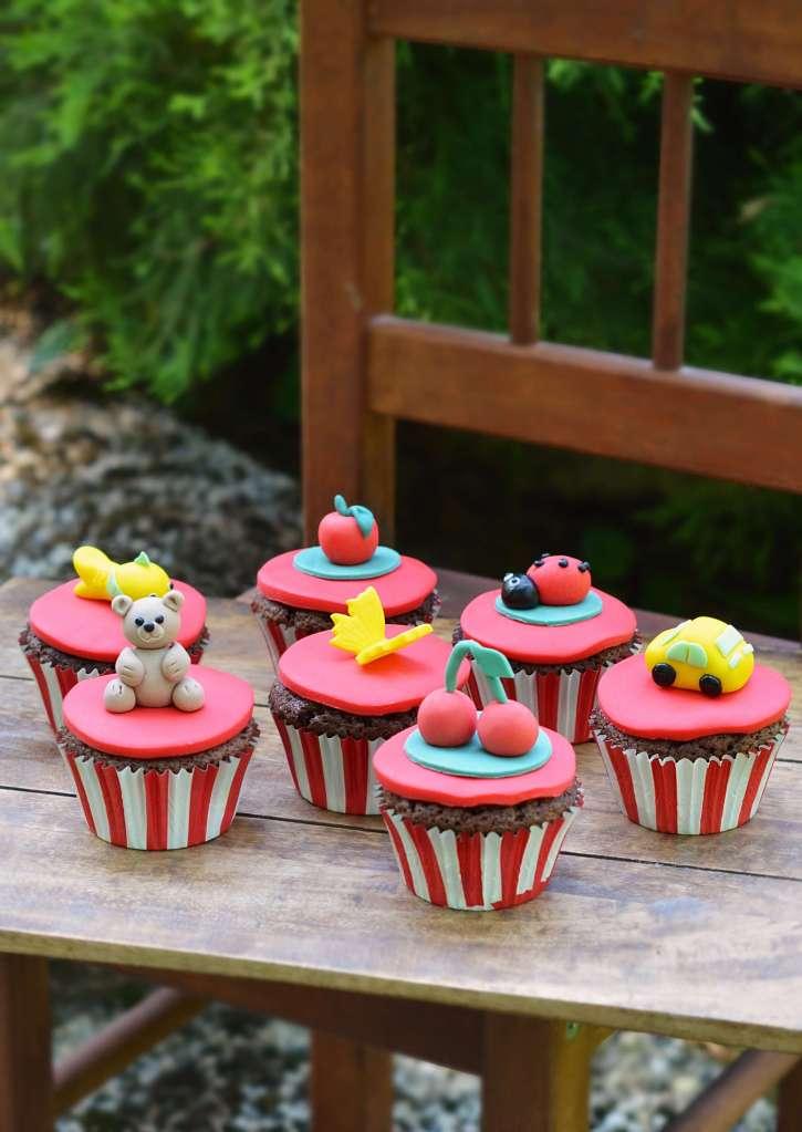 ovis ballagási cupcake házilag - kakaós-meggyes muffin